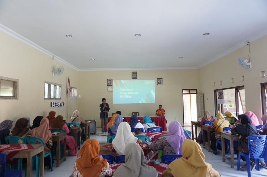 Image : Pelatihan Pengoptimalan Aplikasi Pengolah Kata dan Presentasi Ibu-Ibu PKK Desa Jerukagung